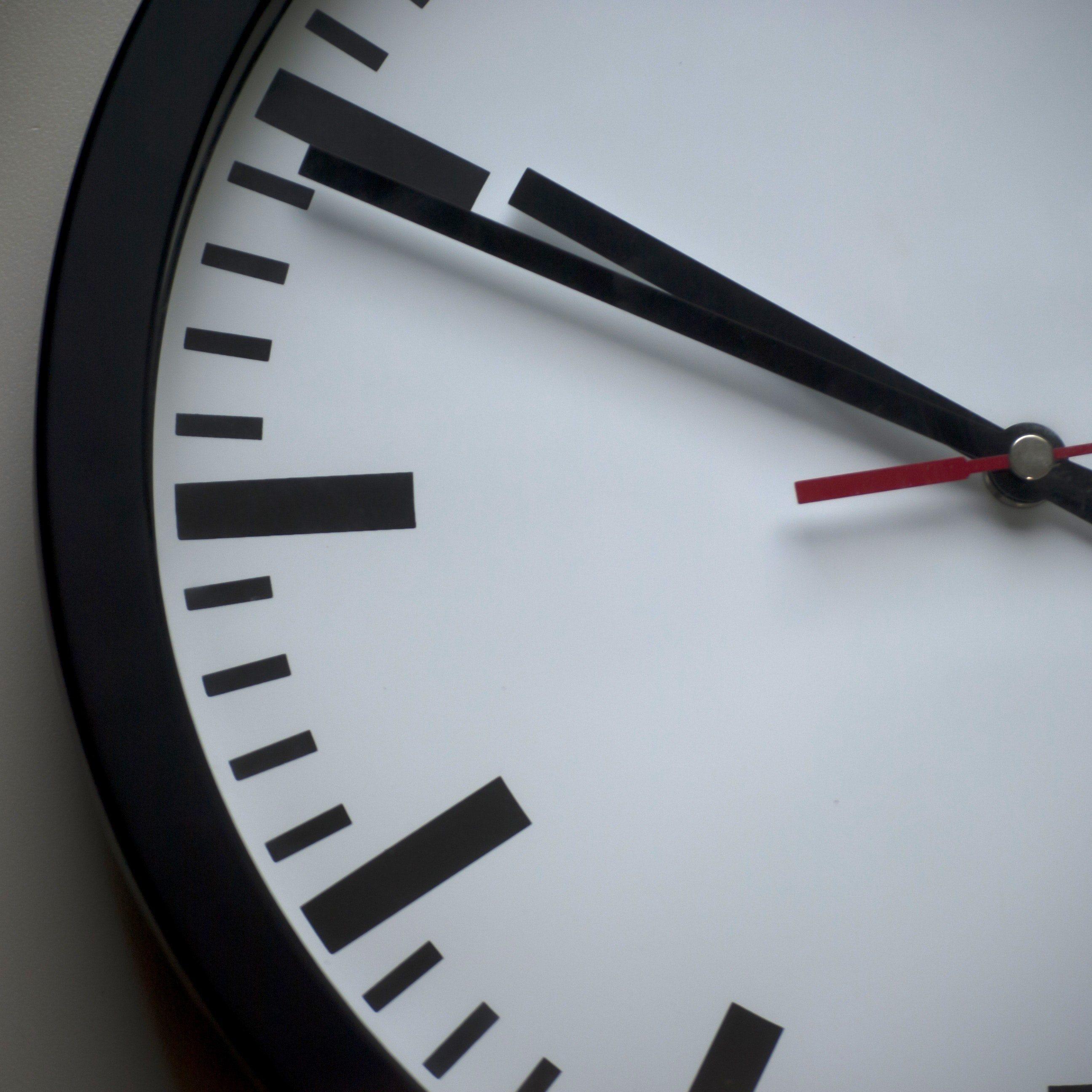 analogue-classic-clock-face-280264